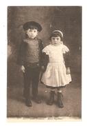 CPA 29 PONT L' ABBE Jeunes Bigoudens 2 Très Jeunes Enfants  ( Garçon & Fille ) En Costume Traditionnel  Peu Commune - Pont L'Abbe