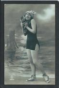 FEMME... PETIT CHIEN.....C2152 - Nus Adultes (< 1960)
