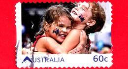 AUSTRALIA - Usato - 2011 - Vivere In Australia - Abbraccio - Amicizia - Embrace - 60 - 2010-... Elizabeth II