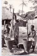 CP - Afrique Noir - Afrika - Pilage Du Mil - Cartes Postales