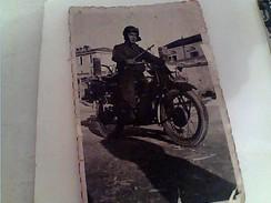 FOTO  UOMO SU MOTO SCIOPERO DI SULMONA 1950   FY11253 - Foto Dedicate