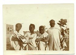 NIGER - MARADI  Photo Originale  D´un  Groupe D´écoliers à Côté De Leur école - Africa
