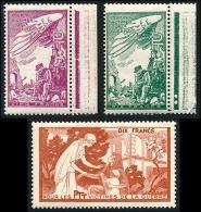 3 Vignettes Bienfaisance PTT 'Victimes De La Guerre' N°39 + 40 + 59 **  ..Réf.FRA28851 - Vignettes Militaires