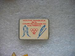 Pin's Jeux Olympiques 92: MOUTHE Vainqueur De La Coupe Du Monde 92 En Ski De Fond Avec Fabrice GUY - Jeux Olympiques