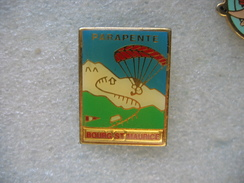 Pin's Sport Parapente Sur Les Hauteurs De BOURG St MAURICE - Parachutting