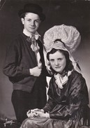 LA NORMANDIE - Costumes De La Bourgeoisie Rurale Du Sud De La Manche Vers 1850 - Costumes