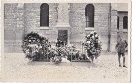 08. Carte-photo. CHEVIERES. Monument Aux Morts - Autres Communes