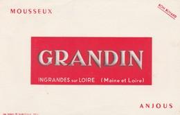 49 - BUVARD PUBLICITAIRE  Mousseux GRANDIN à INGRANDES Sur LOIRE  - 034 - Carte Assorbenti