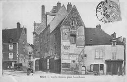 Gien - Vieille Maison, Place Saint-Louis - Gien