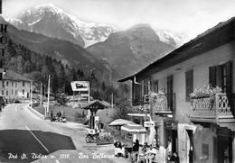 """05416 """"(AO) PRE' ST. DIDIER M. 1010 - BAR BELLEVUE"""" ANIMATA, MOTO, DISTRIBUTORE AGIP, VERA FOTO. CART SPED 1958 - Italia"""