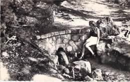 """88 - IFRANE : La Source """" VITTEL """" - CPSM Dentelée Noir Blanc Format CPA  - Vosges - Autres Communes"""