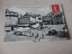 AVEYRON - MILLAU - Place De L'hôtel De Ville Et Vieux Marché - Millau