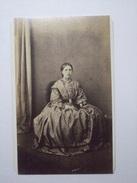 CDV - Female Portrait - Edgar Cox - Weymouth - Antiche (ante 1900)