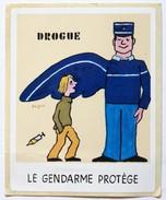 2 Autocollant Illustrateur SAVIGNAC Le Gendarme Sévit Drogue Gendarme Protège - Police