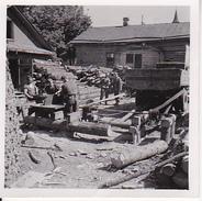 Foto Deutsche Soldaten - Holzarbeiten Sägewerk Mit LKW-Antrieb - 1942 - 5*5cm (27037) - Krieg, Militär