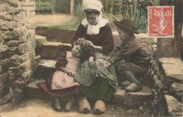 BRETAGNE  /   COSTUMES  ET  MOEURS  /  SCÈNE  FAMILIALE  /  CHASSE  AUX  POUX  /  Femme  Et  Enfants  /  ELD - France