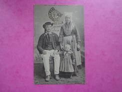 CPA 29 UNE FAMILLE DE PLOUGASTEL DAOULAS - Plougastel-Daoulas