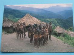 YALI PEOPLE DANCING - IRIAN JAYA () Anno 19?? ( Details Zie Foto´s ) !! - Indonésie