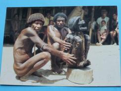 DANI PEOPLE WITH ANCESTORS MUMMY, BALIEM VALLEY - IRIAN JAYA () Anno 19?? ( Details Zie Foto´s ) !! - Indonésie