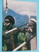 DANI WARRIORS. DOWN TURNED PIG'S TUSKS - SYMBOL OF WAR - IRIAN JAYA () Anno 19?? ( Details Zie Foto´s ) !! - Indonésie