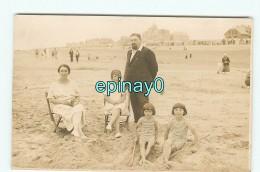 B - 80 - CAYEUX SUR MER - CARTE PHOTO D'une Famille Sur La Plage - Maillot De Bain - Cayeux Sur Mer