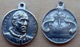 NM-075  Médaille Ronde Ancienne Pius XII - Godsdienst & Esoterisme