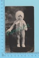 Carte Photo - Baby On Chair, Photo De Armand Labelle Montreal, Suzanne Boisvert  1926-40- 2 Scans - Photographie