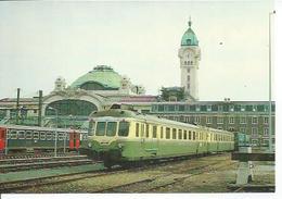 19 - UNE RGP2 X-2700 ENCORE EN LIVREE VERTE..... COTOIE UNE RAME ELECTRIQUE Z2 EN GARE DE LIMOGES-BENEDICTINS - MAI 1984 - Limoges