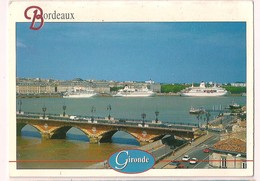 Xx - 33 : BORDEAUX : La Garonne, Le Pont De Pierre Et Trois Paquebots à Quai - - Bordeaux
