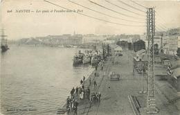 CPA Nantes-Les Quais Et L'escadre Dans Le Port     L2320 - Nantes
