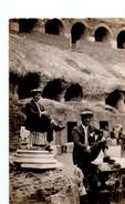 S2357 VERA FOTOGRAFIA SU CARTOLINA, DATATA SUL RETRO ROMA 1926, COLOSSEO - Luoghi
