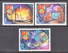 RUSSIA  4921-3   **   INTERCOSMOS - Space