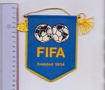 FUSSBALL - FIFA - WIMPEL, Ca. 11 X 14 Cm - Bekleidung, Souvenirs Und Sonstige
