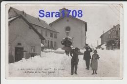 04 LARCHE, La Place Et Le Four Banal. éditeur PINONCELY. ( VOIR 2 SCAN ). - Autres Communes