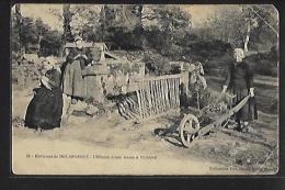 Environs De Douarnenez (29) - L'entrée D'une Ferme à PLOARÉ - Femmes Tricotant - Brouette -  VOIR ETAT - France