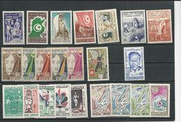TUNISIE Lot C Timbres Neufs Avec Charnière (23) * Cote 12,00$ 1957-61 - Tunisie (1956-...)