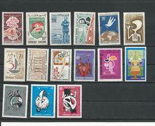 TUNISIE Lot E Timbres AVEC Charnière (15) * Cote 7,20$ 1958-75 - Tunisie (1956-...)