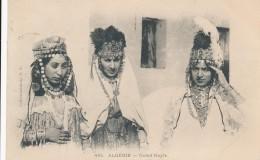 CPA ALGERIE Ouled Nayls Femmes En Costumes Coiffes Et Bijoux - Algeria