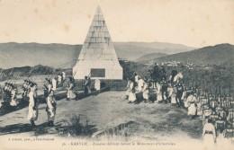 CPA ALGERIE Kabylie Zouaves Défilant Devant Le Monument D'Icherriden - Algeria