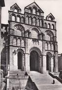 43----LE PUY--la Cathédrale Façade Occidentale Avec Les Grands Escaliers --voir 2 Scans - Le Puy En Velay