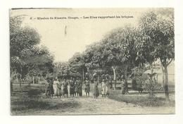 Mission De Kisantu : Les Files Rapportant Les Briques - Belgisch-Congo - Varia