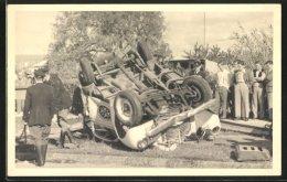 Fotografie Auto, Ambulanz-Rettungswagen, Totalschaden Nach Überschlag, Unfallwagen - Cars
