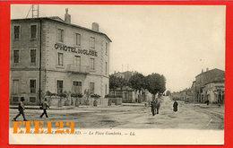 Saint Gilles Du Gard - La Place Gambetta - Grand Hotel Du Globe - 30 Gard - Saint-Gilles