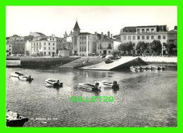 FIGUEIRA DA FOZ, PORTUGAL - CAES DA ALFANDEGA - ANIMATED WITH SMALL BOATS - - Coimbra