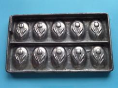 CHOCOLADEVORM / MOULE - CHOCOLAT MOLD - PRALINE ( Form. 18,5 X 11 Cm - 406 Gr. / Vintage / Zie Foto´s ) ! - Autres Collections