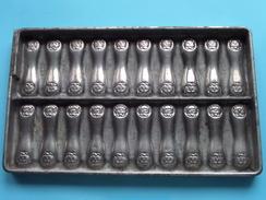CHOCOLADEVORM / MOULE - CHOCOLAT MOLD - PRALINE ( Form. 22 X 13 Cm - 510 Gr. / Vintage / Zie Foto´s ) ! - Autres Collections