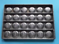 CHOCOLADEVORM / MOULE - CHOCOLAT MOLD - PRALINE Pastille ( Form. 20,5 X 14,5 Cm - 568 Gr. / Vintage / Zie Foto´s ) ! - Other Collections