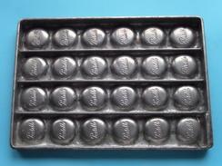 CHOCOLADEVORM / MOULE - CHOCOLAT MOLD - PRALINE Pastille ( Form. 20,5 X 14,5 Cm - 568 Gr. / Vintage / Zie Foto´s ) ! - Andere Verzamelingen
