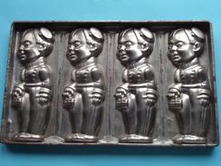 CHOCOLADEVORM / MOULE - CHOCOLAT MOLD ( Gigolo / Portier ) Form. 26,5 X 16 Cm - 593 Gr. / Vintage / Zie Foto´s ! - Autres