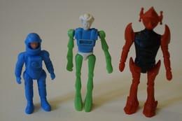 3 Figurines En Plastique - Figurines